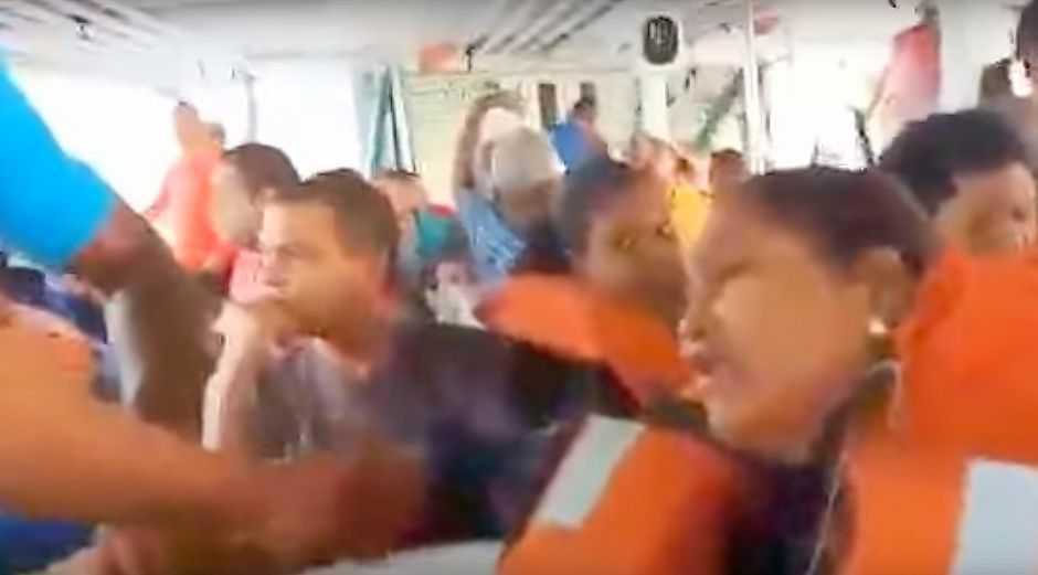 Em vídeo comovente mulher registra inundação em lancha em outro incidente na Bahia - Imagem: Reprodução Youtube