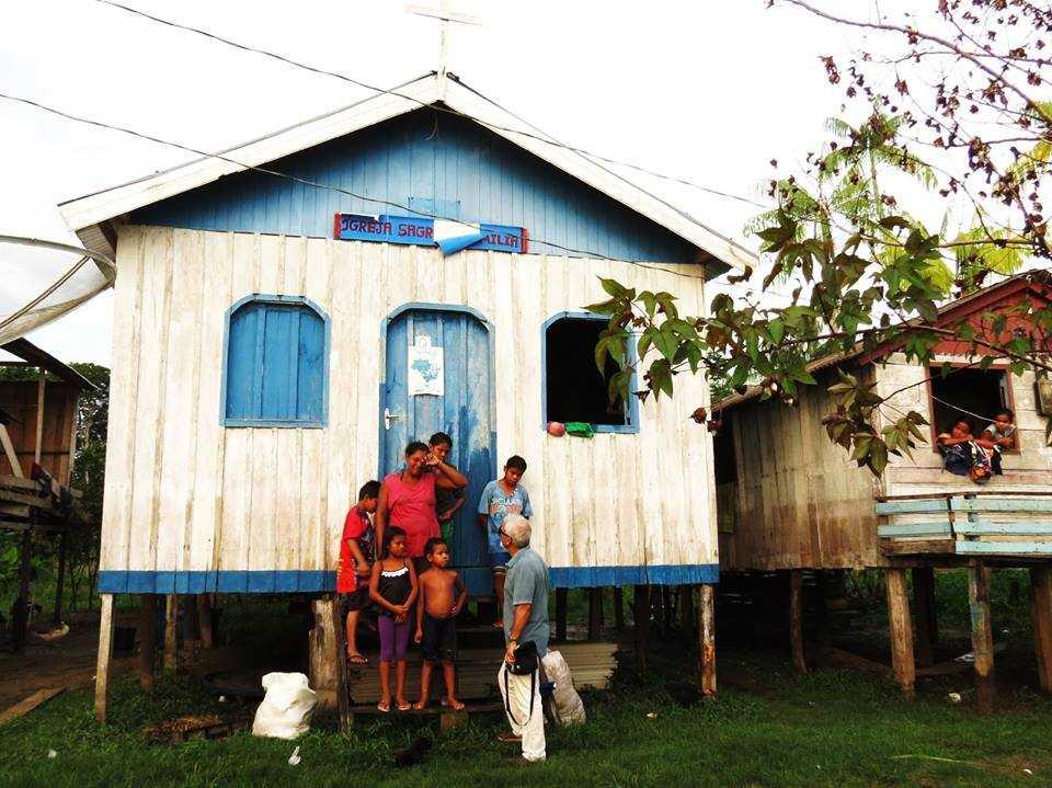 Igreja da Sagrada Família da comunidade ribeirinha de Porto Vale, onde uma das famílias foi acolhida. / Divulgação