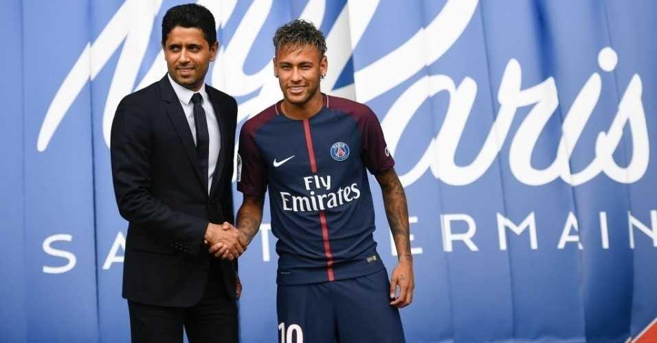 Neymar é apresentado pelo cartola do PSG, Nasser Al-Khelaifi