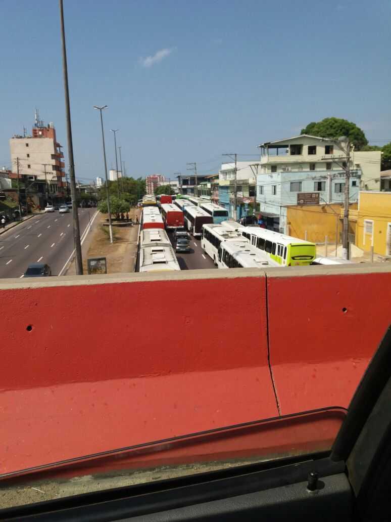 Rodoviários do transporte público fazem manifestação no T1 em Manaus - Imagem: Portal No Amazonas é Assim