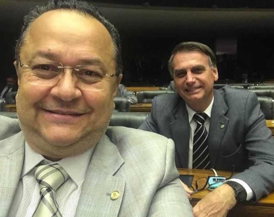os deputados federais Silas Câmara (PRB-AM) e Jair Bolsonaro (PSC-RJ)