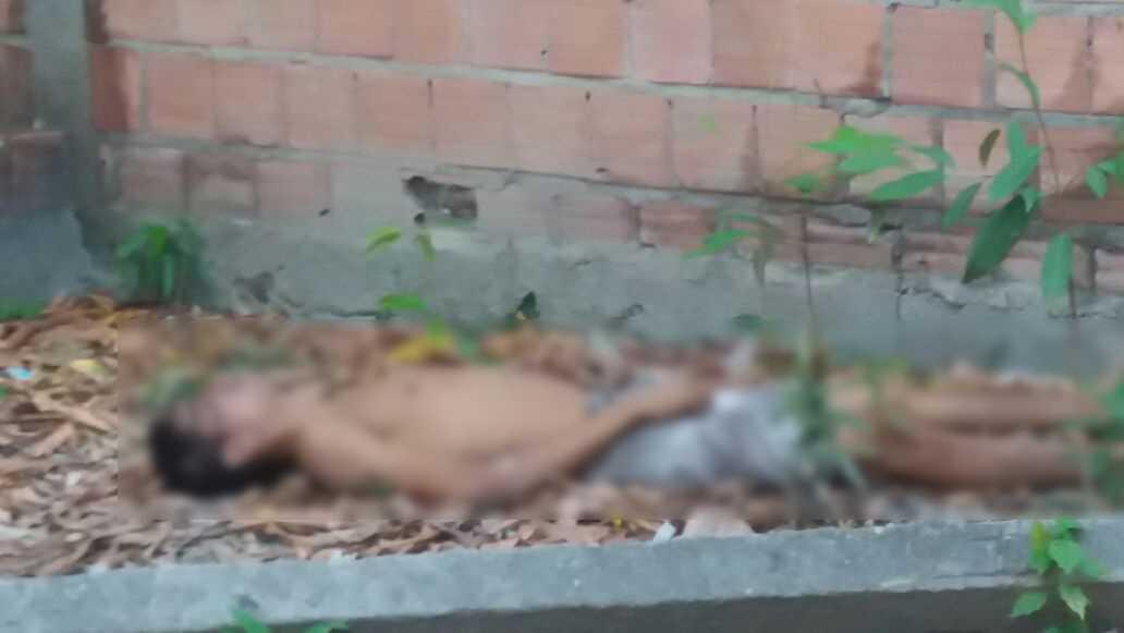 """Conhecido apenas como """"Yuri"""", foi encontrado por moradores na rua Mogi das Cruzes, no bairro Jorge Teixeira, zona Leste - Imagem: Via Whatsapp"""