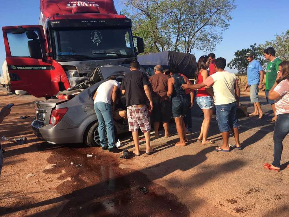 Acidente foi neste sábado próximo de Gurupi (Foto: Weslei Silas/ Atitude Tocantins)