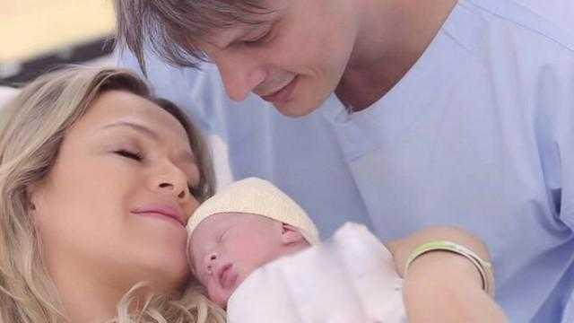 Eliana compartilha foto com a filha Manu e o marido: 'Estamos em festa' / Divulgação
