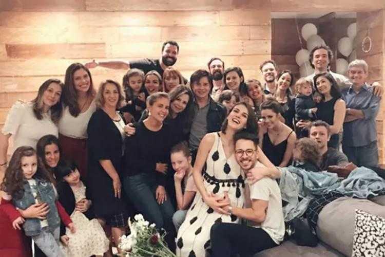 Monica Begini, Junior, Sandy, Lucas, Theo e amigos (Reprodução/Instagram)