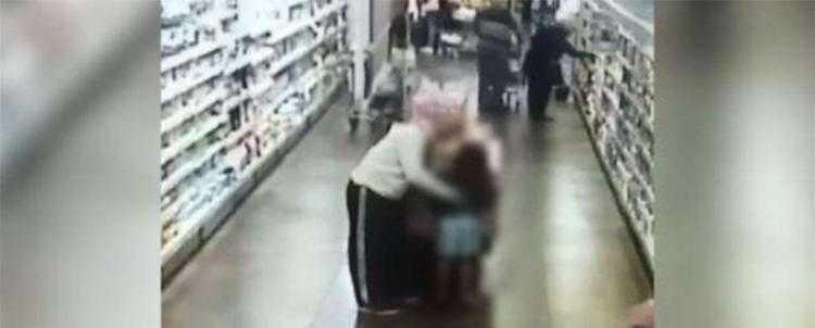 Vídeo que mostra abusando de criança aconteceu em Porto Alegre / Divulgação