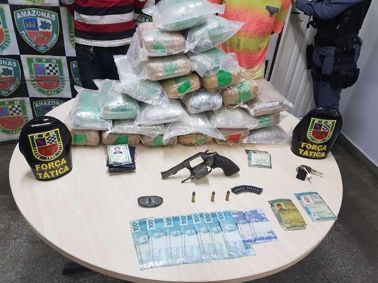 A droga estava no porta malas de um veículo - Imagem: Divulgação PM