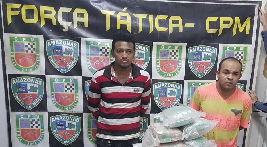 Michel Souza da Silva, 31 anos, e Raimundo Elias Souza de Oliveira, 35 anos, foram presos com mais de 20kg de drogas- Imagem: Diuvulgação PM
