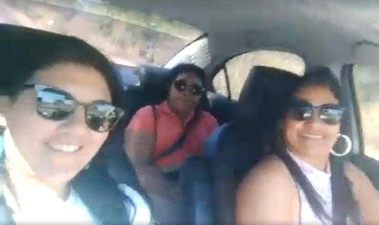 As mulheres estavam bem felizes no momento em que gravavam o vídeo / Reprodução Facebook