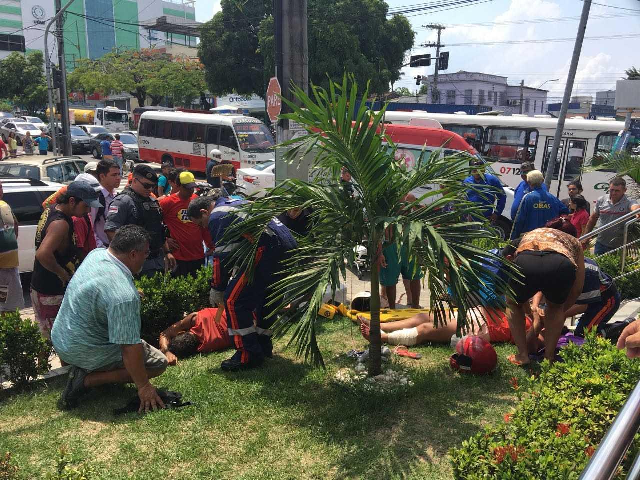 Após roubo e tiroteio assaltantes com tornozeleira eletrônica são presos no Boulevard - Imagem: Portal do Capitão