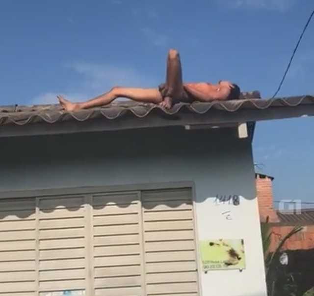 Preso do semiaberto atira contra a polícia e tenta fugir pelado pelo telhado de casa - Imagem: Reprodução