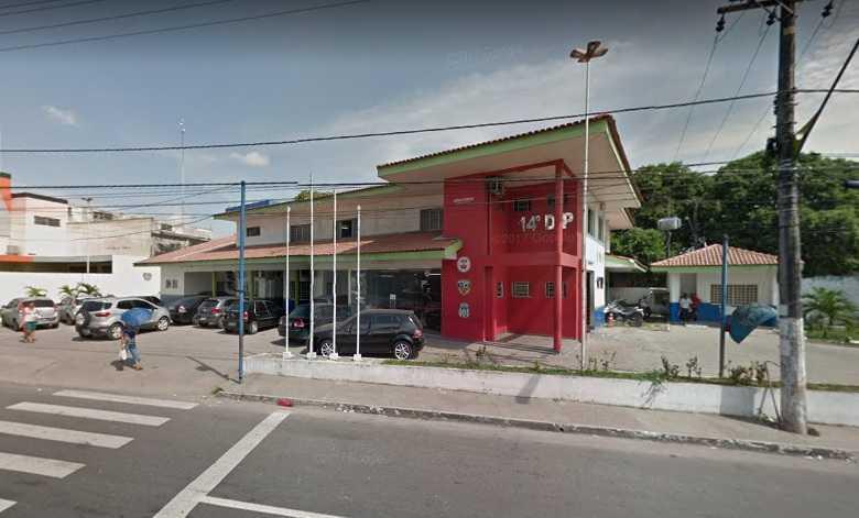 Homem paga de doido, jogar garrafa de bebida em viatura e vai preso em Manaus - Imagem: Google