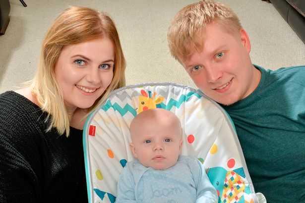 Jovem de 19 anos descobre gravidez quatro horas antes do parto - Imagem: John Gladwin/Sunday Mirror