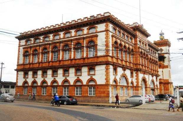 O prédio da alfândega de Manaus foi um dos primeiros prédios pré-fabricados do mundo / Divulgação