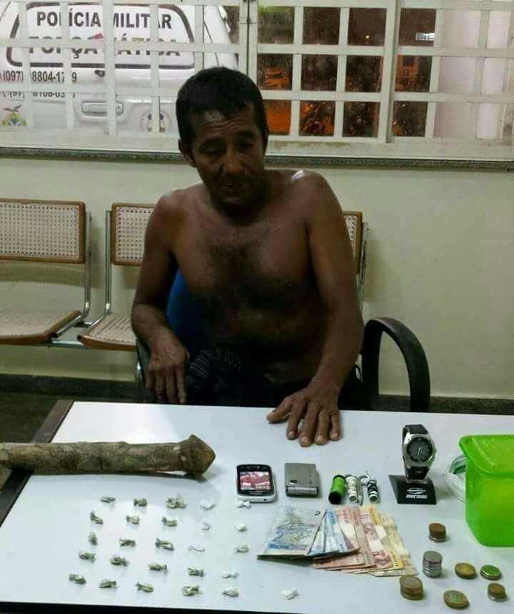 Traficante em Humaitá é pego tentando introduzir pênis de madeira no ânus - Imagem: Divulgação