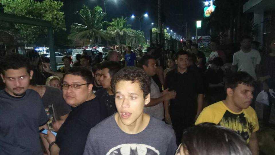 Fãs inconformados com a situação e descaso do Shopping / Foto: Anderson Tahan