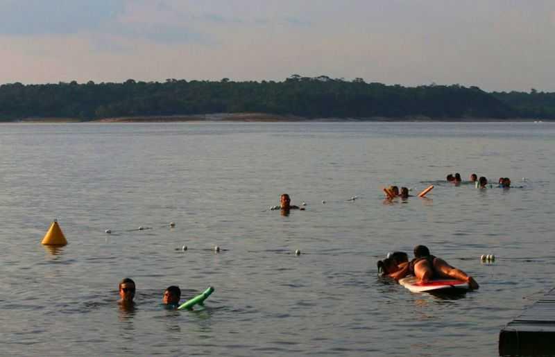 Futuante Abaré fica no lago do Tarumã / Foto : ACr´tica