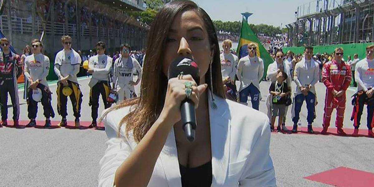Anitta erra trechos do hino nacional e vira piada na internet - Imagem: Divulgação
