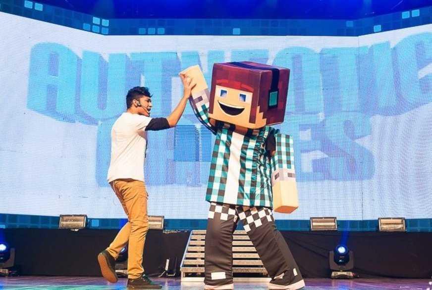 Youtuber 'Authentic Games' traz universo pixelado do Minecraft para Manaus