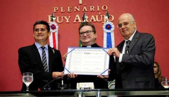 Padre Mauro Cleto recebe o Título de Cidadão do Amazonas / Divulgação