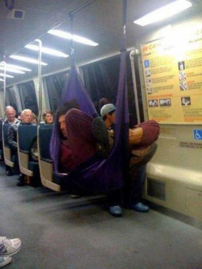 Cochilando no metrô