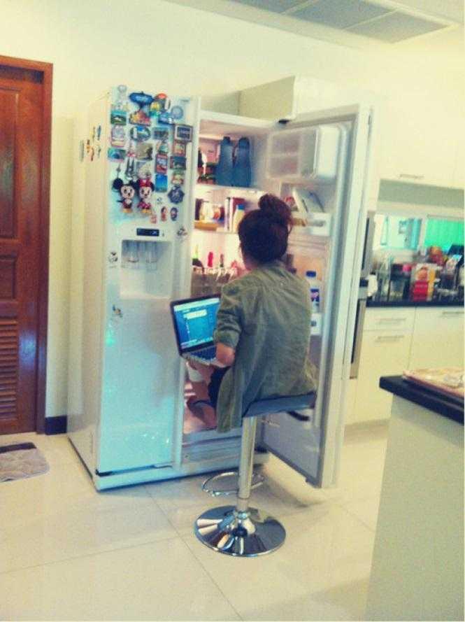 Quem precisa se levantar para pegar comida na geladeira?