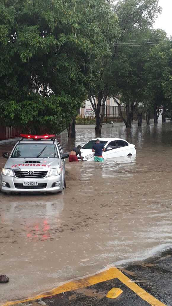 Ruas alagadas em Manaus / Divulgação