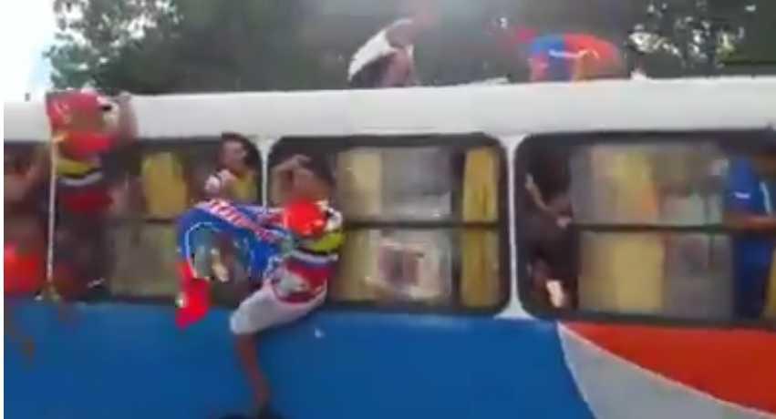 Caravana de torcedores do T5 Jamaica, com buzinaço e 6 ônibus super lotados / Divulgação