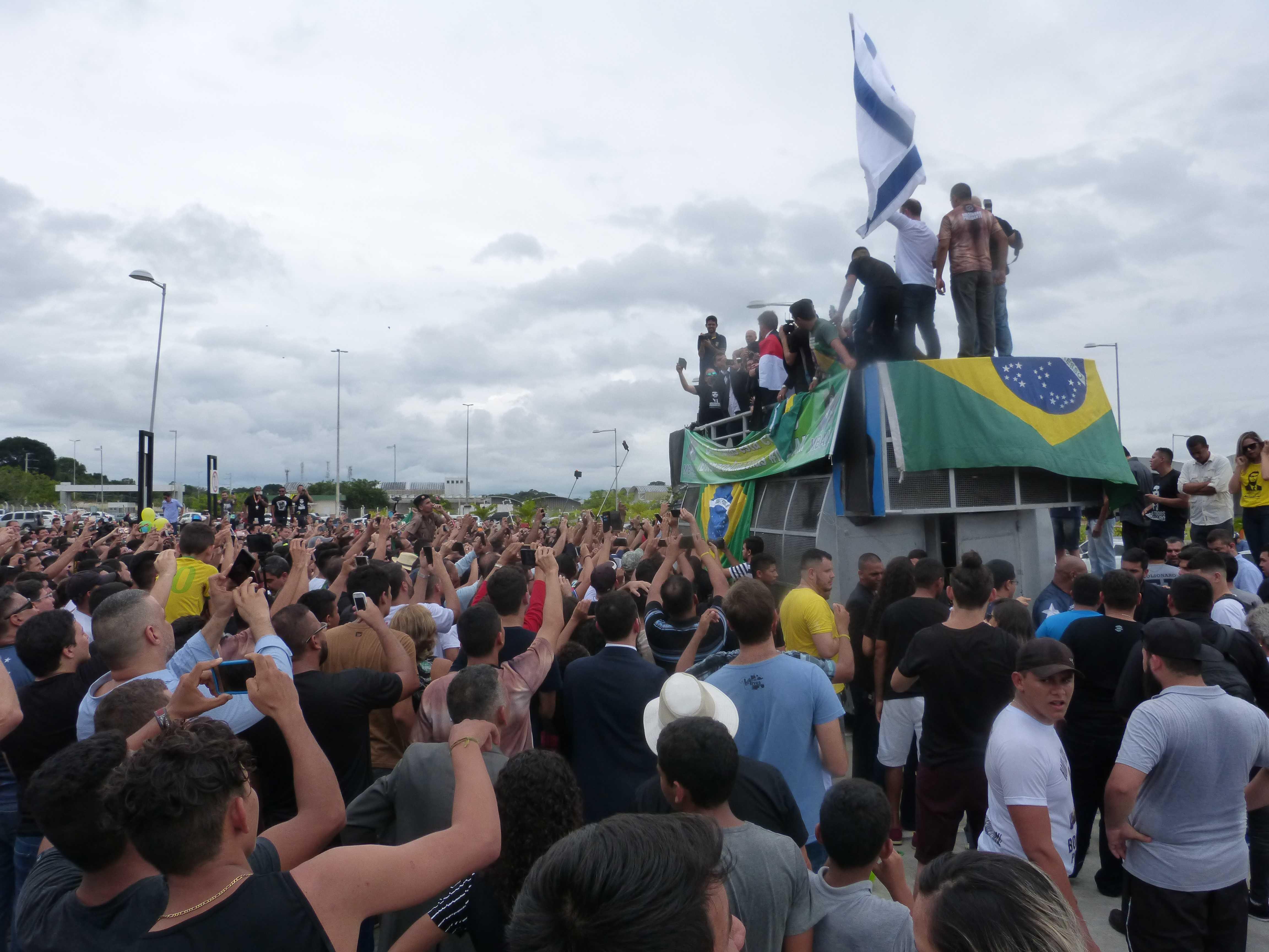 Bolsonaro reune multidão em comício no aeroporto de Manaus - Imagem: Portal No Amazonas é Assim