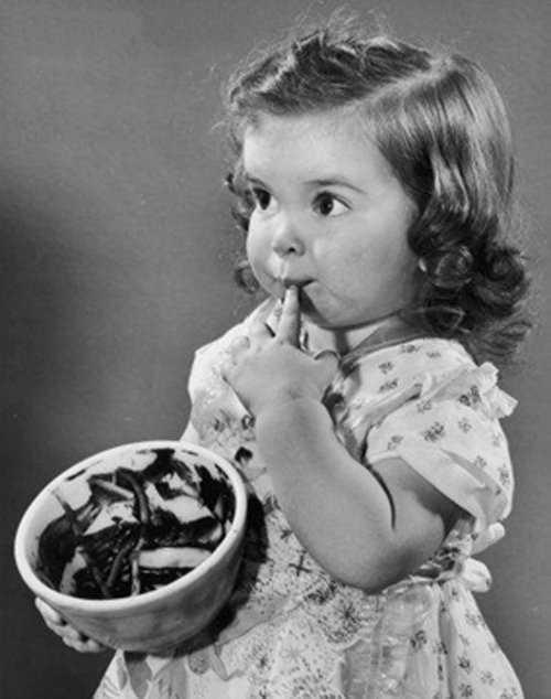 Comer o resto de massa crua de bolo pode transmitir doença perigosa- Imagem: Divulgação