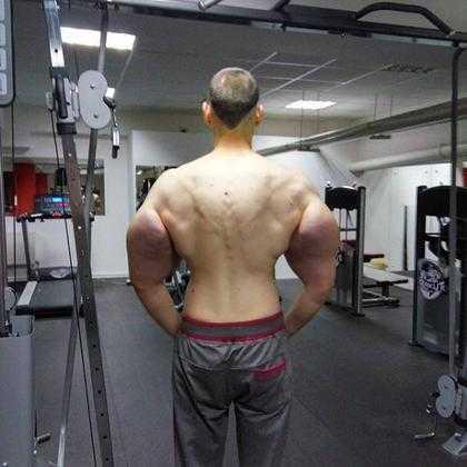 Kirill Tereshin, conhecido com seus músculos inflamados / Divulgação
