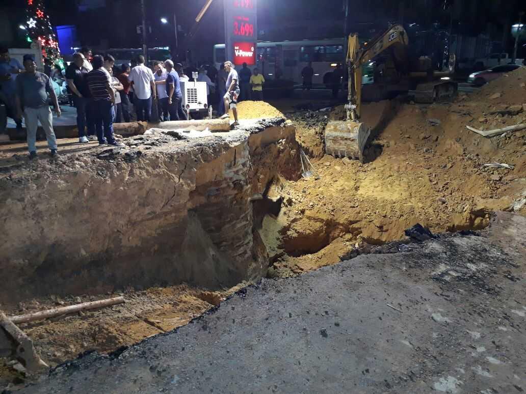 O buraco da Rua Pará e bem mais profundo.  / Foto : Jussara Melo - No Amazonas é Assim