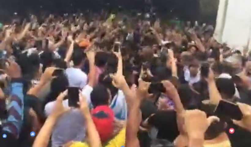 """""""Fora, Platiny!"""", gritam simpatizantes de Bolsonaro na recepção do aeroporto / Divulgação"""
