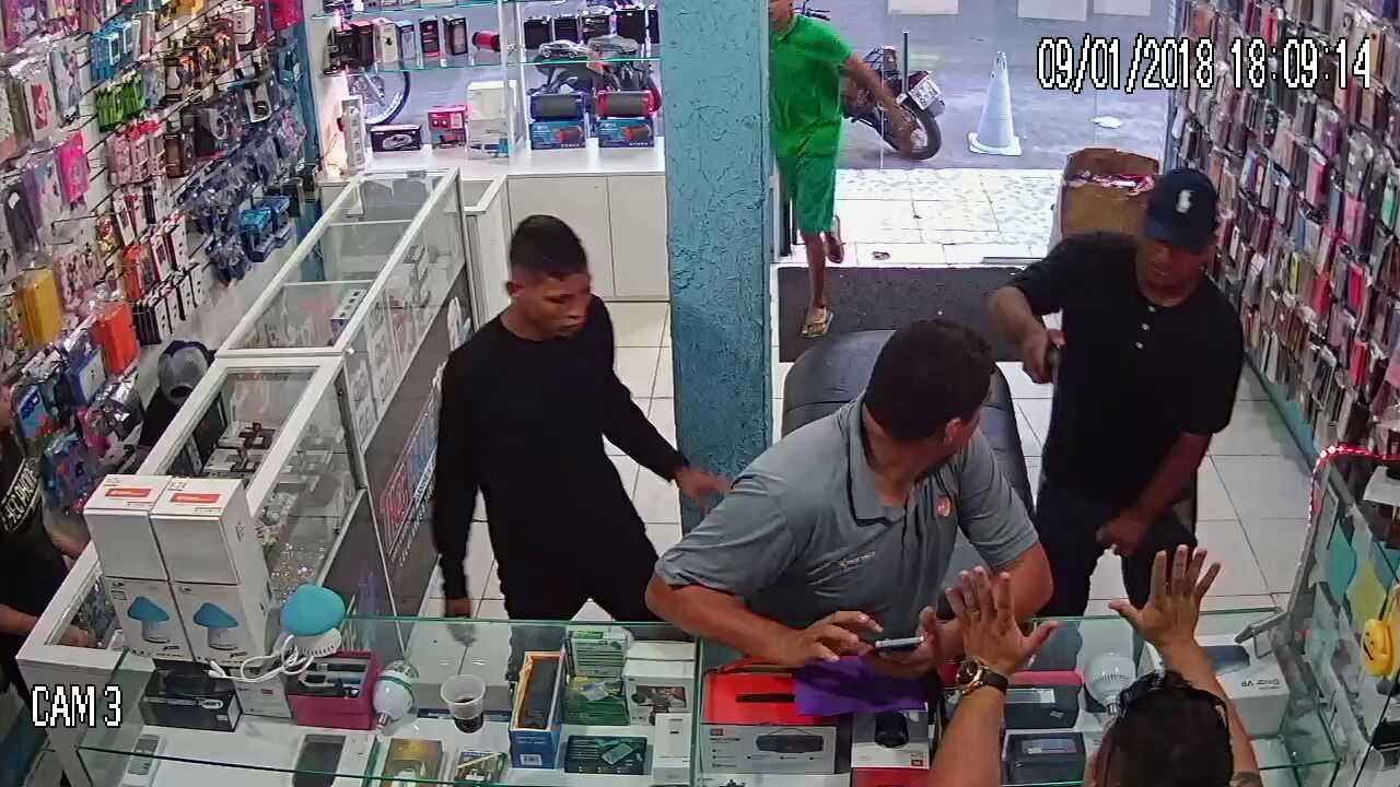 Bandidos fazem reféns em loja na zona leste de Manaus - Imagem: Via Whatsapp