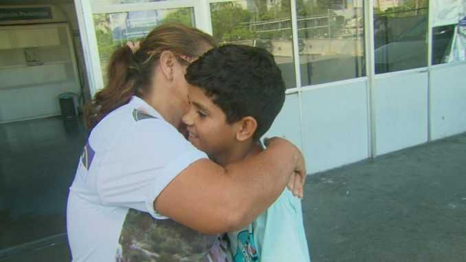Criança que teve coração perfurado por espeto de churrasco recebe alta - Imagem: Divulgação