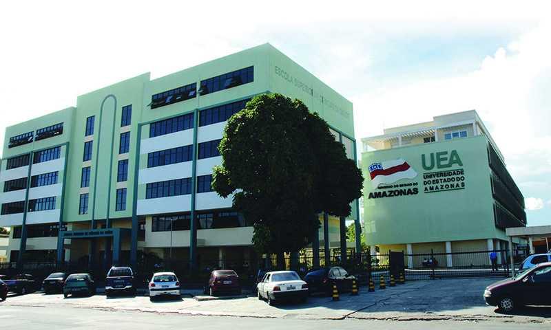 Fachada do edifício da Escola Superior de Ciências da Saúde da UEA. / Foto: Marcelo Borges