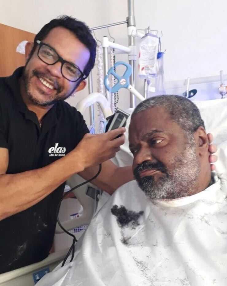 Filho publica nova foto de Arlindo Cruz no hospital - Imagem: Divulgação