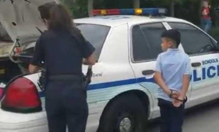 Menino de 7 anos é detido e algemado por bater em professor - Imagem : Divulgação