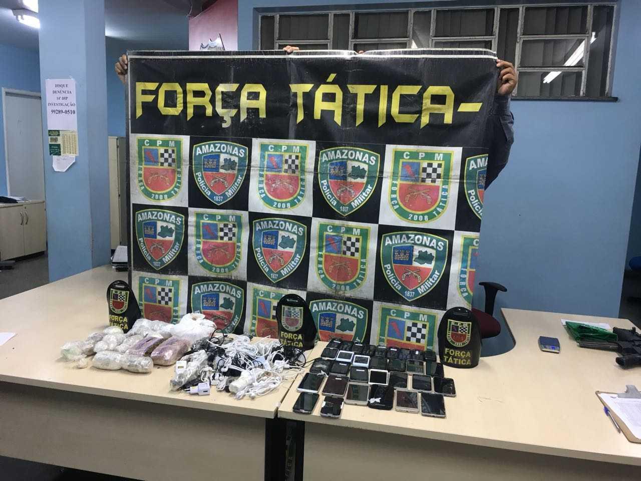 """Polícia frustra tentativa de """"pesca"""" de 3kg de drogas, 30 celulares e carregadores em presídio de Manaus - Imagem: Via Whatsapp"""