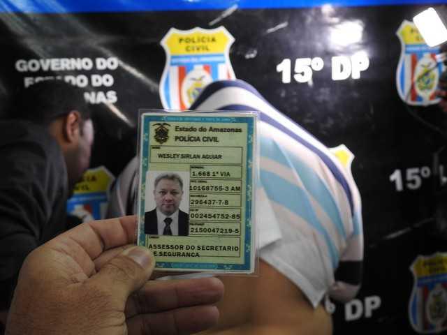 Policia prende presidiário foragido que fingia ser policial Militar Civil e Federal- Imagem: Adneison Severiano/G1 AM)