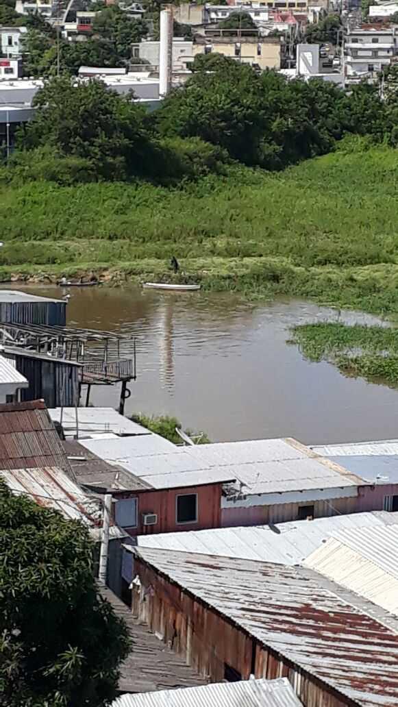 Força Tática e Rocam trocam tiros com bandidos em igarapé no Educandos - Imagem: Via Whatsapp