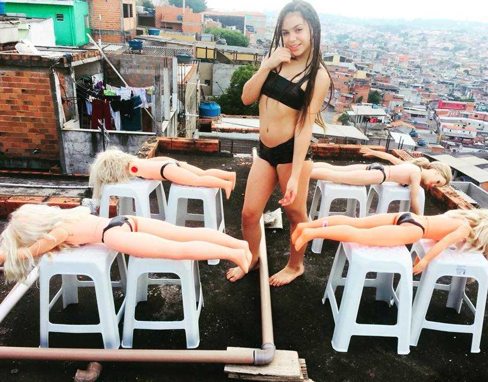 """MC Melody provoca Anitta em novo clipe """"Vai Baranga"""" / Foto : Reprodução Facebook"""