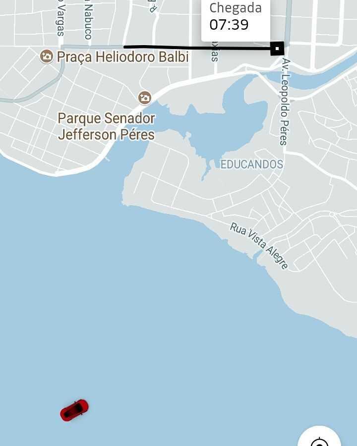 Uber no meio do Rio Negro em Manaus / Reprodução Instagram @juhhermida