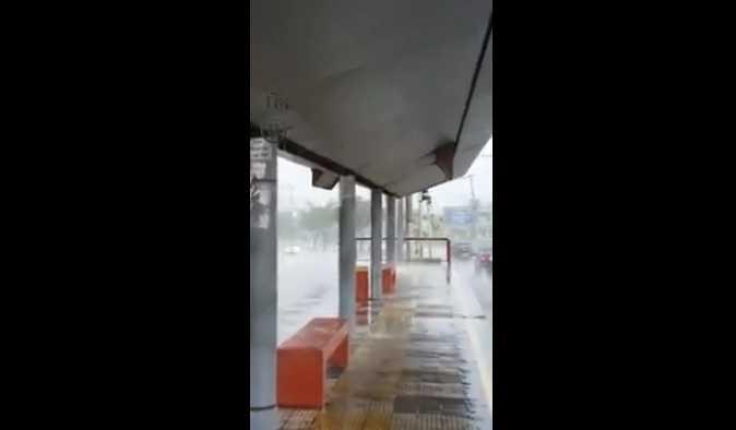 Vídeo mostra cachoeira dentro de plataforma de onibus em Manaus - Imagem: Divulgação