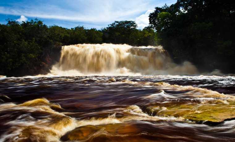 Cachoeira em Presidente Figueiredo. Foto: Bruno Zanardo