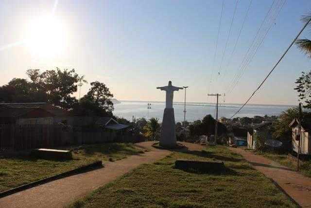 Casas de madeira reunidas atrás do obelisco do Cristo | Foto: Divulgação/Assessoria Prefeitura de Silves