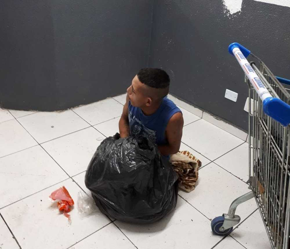 Preso tenta fugir de delegacia escondido dentro de saco de lixo- Imagem: Divulgação