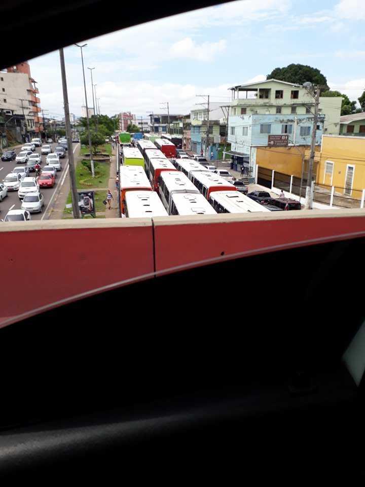 Rodoviários do transporte público paralisam atividades em Manaus - Imagem: No Amazonas é Assim