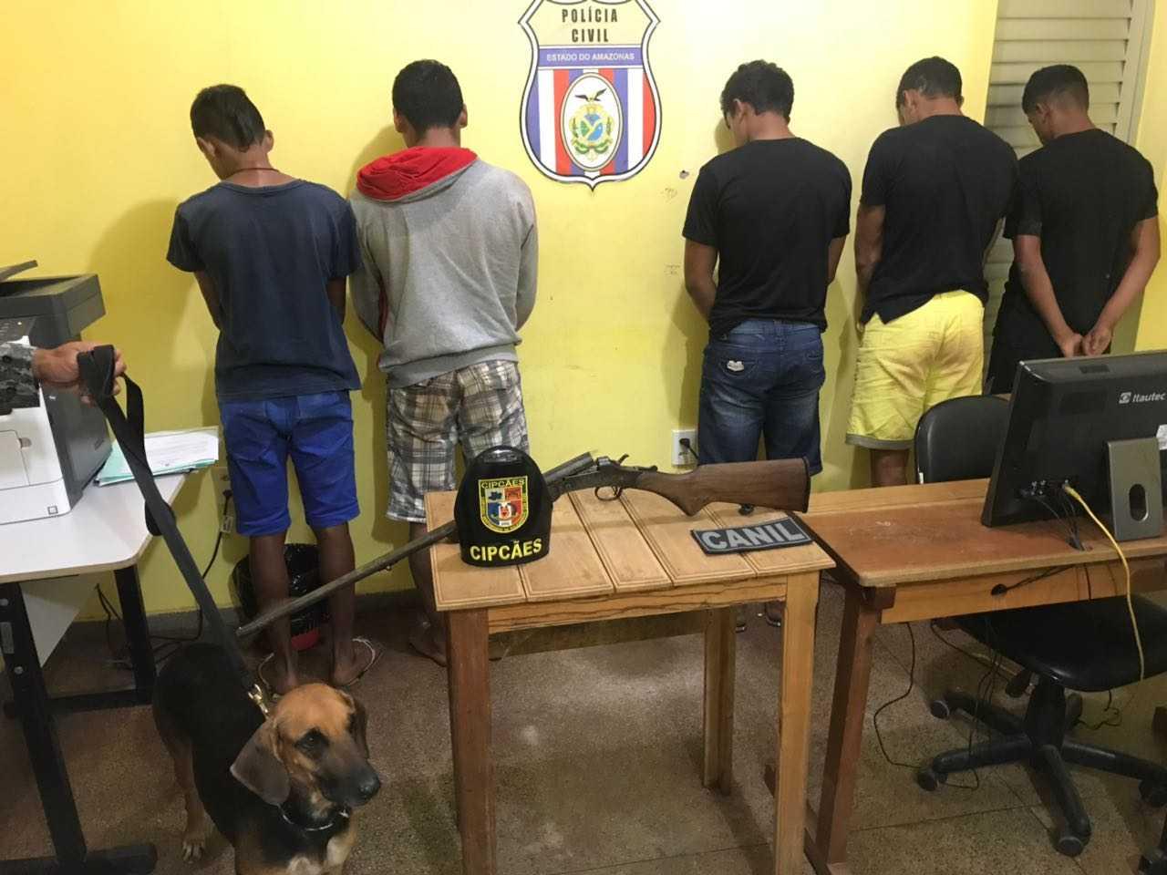 Grupo suspeito de envolvimento no crime foi preso (Foto: Divulgação/PM)