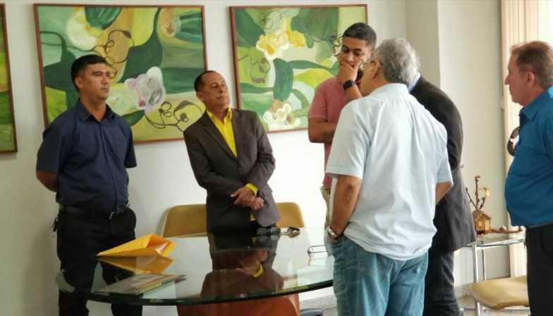 Amazonino Mendes chama presidentes das associações para reunião após paralisações de PMs - Imagem: Tribuna do Amazonas